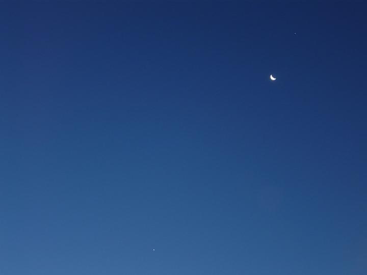 Venus, Mond und Jupiter in der Morgendämmerung (12.08.2012, 05:43 MESZ)