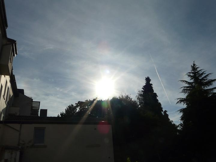 Abb. 10: Linke und rechte Nebensonne (12.08.2012, 18:24 MESZ)